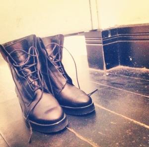 Feet armor.