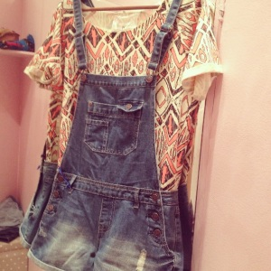 Hello throwback!!Denim overall paired with printed Aztec T-shirt